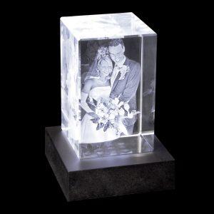 2D-3D-Glasblock_80x50x50_Hochzeit_mit-LED-Sockel_bl