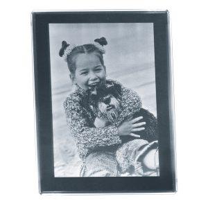 680700_2D-Glasbild_80x60x8_hoch_Kind+Hund