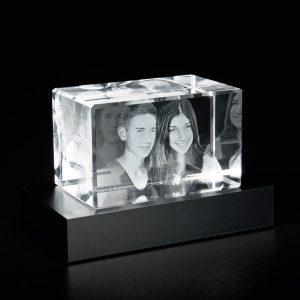 680727-Glasblock_3D-Portrait_auf-Sockel